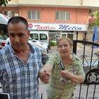 Evine gelen dolandırıcılara 28 bin lirayı eliyle teslim etti