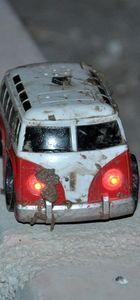 Osmaniye'de çöpe atılan oyuncak araba bomba korkusu yaşattı