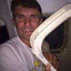 Havadayken uçağın penceresi kırıldı!