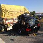 Emniyet şeridindeki TIR'a çarpan cipin sürücüsü öldü