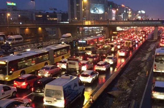 İstanbul'da 'şüpheli ve yoğun' trafik!