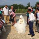 Kazaya rağmen düğünü ertelemediler