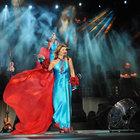 Sibel Can yeni yaşını sahnede kutladı