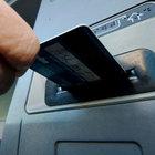 ATM'de unutulan parayı başkası aldı