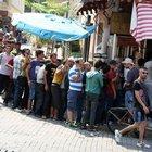İzmir Yunan adalarına gitmek isteyen Suriyeleri'nin akınına uğradı