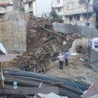 Kağıthane'de istinat duvarı çöktü: 2 bina tahliye edildi