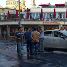 Taksim'de demir dubaya çarpan otomobil yandı