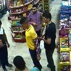 Polise patlayıcı attıktan sonra markette kıyafetini değiştirirken yakalandı