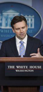 Beyaz Saray Sözcüsü Earnest: Gelecek başkanın İran'la anlaşmayı iptal etmesi 'ahmaklık' olur