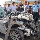 Uşak'ta otomobil tıra çarptı: 2 ölü