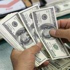 Türkler, TL'nin düşmesinden dolayı dolar stokluyor