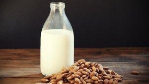 Göbek yağlanmalarına karşı günde 2 bardak süt