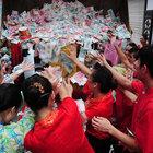 Çin'de inanılmaz bahşiş dağıtma yöntemi