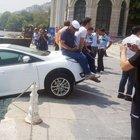 Denize düşmekte olan otomobile Türk usulü kurtarma
