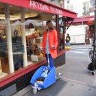 Avrupalı alışverişe scooter ile çıkıyor