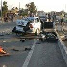Motosiklet, otomobile çarptı: 2 ölü, 6 yaralı