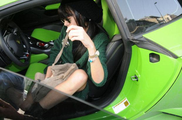 Asena Erkin Lamborghini'sini satamadı