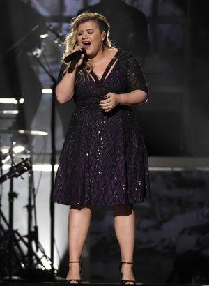 Kelly Clarkson hamile olduğunu duyurdu