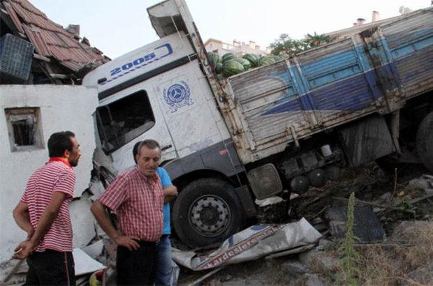 Ankara,kaza,karpuz yüklü kamyon,