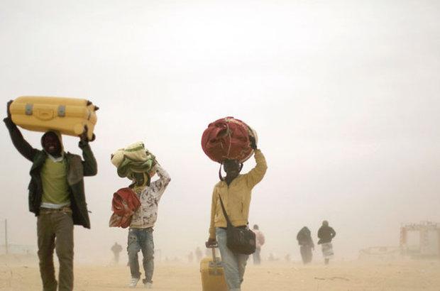 Sıcaklık rekorlarının kırıldığı Ortadoğu'da, su ve elektrik sıkıntısı güvenlik sorunlarının önüne geçti. Uzmanlar, önlem alınmazsa 2025'te sukıtlığı yaşanacağı ve tarımsal üretimin yarı yarıya azalacağı uyarısında bulunuyorGelecek 10 yılda kuraklığınneden