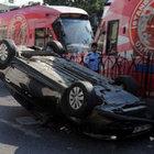 Beyoğlu'nda araç takla attı