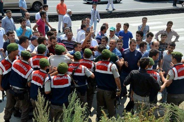 Kastamonu, Üst geçit isteyen köylüler yolu trafiğe kapattı