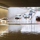 Başkent'te ani sağanak sele dünüştü, vatandaş zor anlar yaşadı