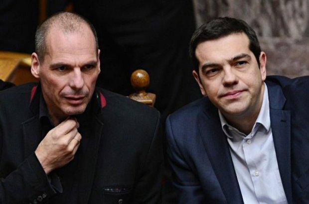 """Başbakan Tsipras'ın istifasının ardından Yunanistan 20 Eylül'de erken seçime gidecek. Eski Maliye Bakanı Varufakis, """"Kemer sıkmaya 'Hayır' diyen Yunan halkına ihanet ettik"""" dedi"""