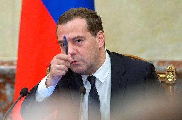 Medvedev nakit hareketlerinin sınırlanması Rusya'yı 90'lara geri götürür