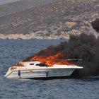 Sürat teknesi yandı, suya atlayarak kurtuldular