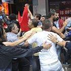 İzmit'teki terör yürüyüşünde HDP binasını taşladışar