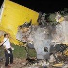 Nakliye kamyonu devrildi, 3 genç yaşamını yitirdi