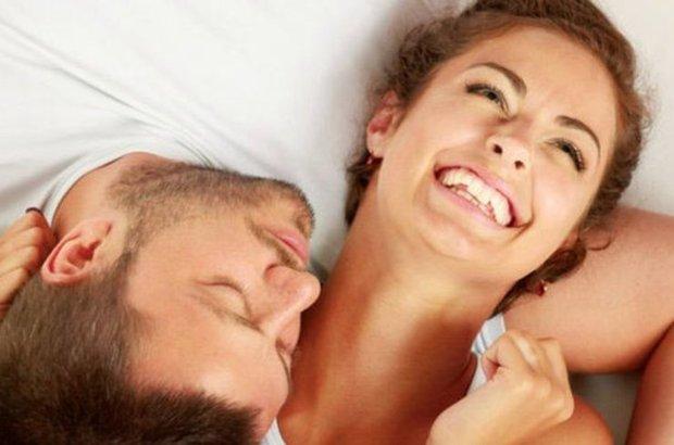 Çocuklarının sorumluluğunu eşit paylaşan çiftler yatakta daha mutlu