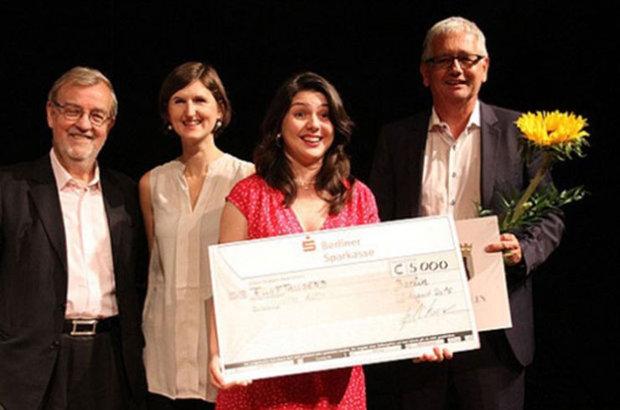Sinem Altan 5 bin euro'luk ödülün sahibi oldu