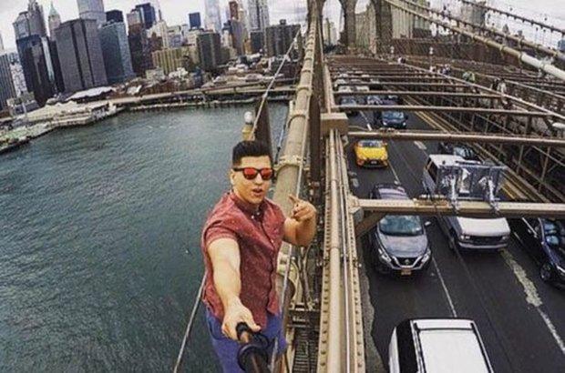 New York şehrindeki meşhur Brooklyn Köprüsü'nün tepesine çıkıp selfie çeken turist tutuklandı