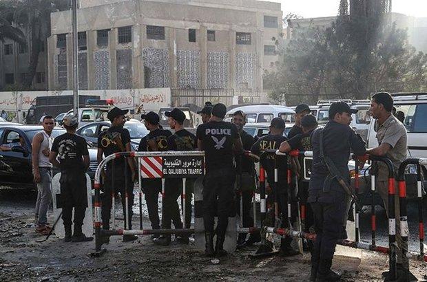 Mısır'ın kuzeyindeki Buhayra'da polis otobüsünün geçişi sırasında meydana gelen patlamada 2 polis öldü, 24 polis yaralandı
