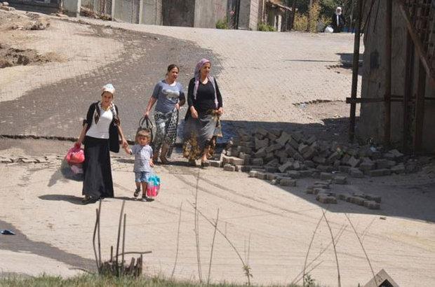 Yüksekova'da halk panikle kaçmaya çalışırken esnaf kepenk kapattı