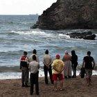 Denizde boğulma tehlikesi geçiren 3 çocuğunu kurtarırmaya çalışan baba öldü
