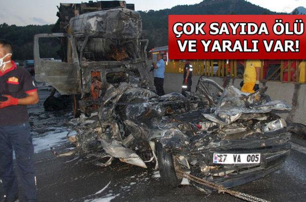 Adana, 4 araç birbirine girdi, çok sayıda ölü ve yaralı var!