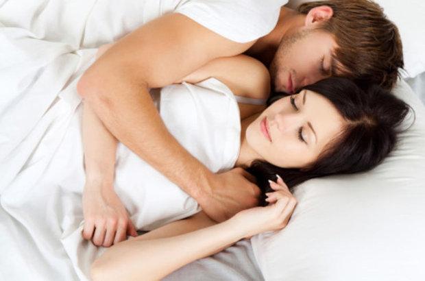 Uyku pozisyonunuz ilişkinizi ele veriyor!