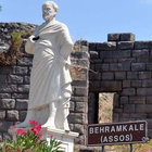 Aristo heykeline çirkin saldırı