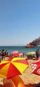 Ayvalık'ta gezi teknesi yandı