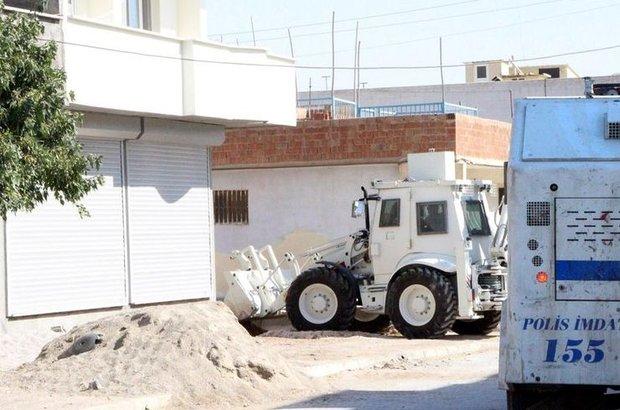 Mardin, Nusaybin'de YDGH'lilerin açtığı hendekler kapatılıyor