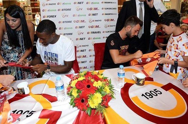 Galatasaray Emre Çolak ve Lionel Carole imza dağıttı