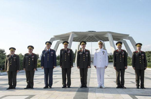 Genelkurmay Başkanı Orgeneral Hulusi Akar , Komutanlar Devlet Mezarlığı´nı ziyaret etti