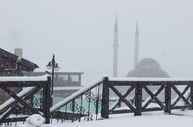Kayseri, Erciyes'e yılın ilk karı yağdı