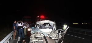 İzmir'de kamyonet TIR'a çarptı: 3 ölü, 1 yaralı