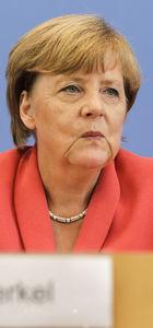 Merkel, Yunanistan'a taahhütlerini hatırlattı