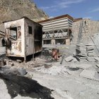 PKK Siirt'te, beton santralinde iş makinelerini yaktı