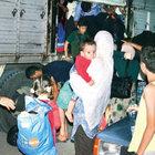 Kamyon kasasında 105 göçmen yakalandı